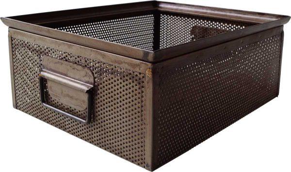TRADEMARK LIVING kasse - perforeret jern m. klar lak m. patina (30x37)