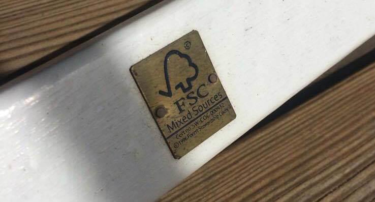 Guld FSC mærket hvid udendørs stol