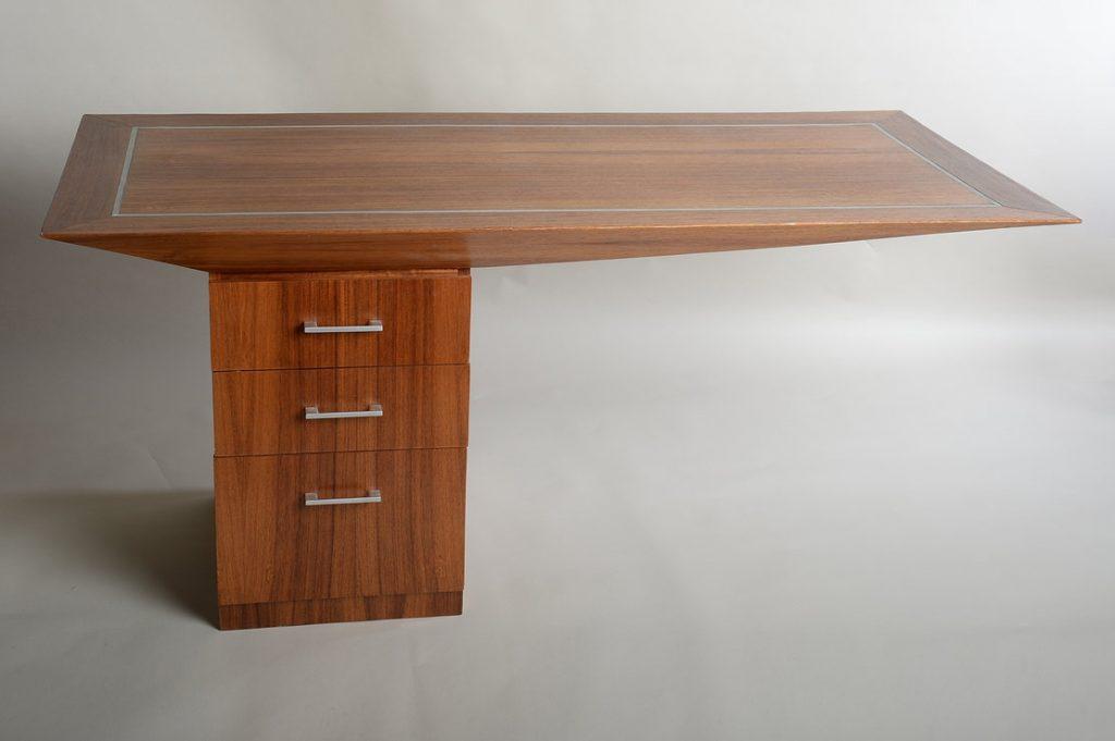 Picture of: Praktisk Og Kreativt Skrivebord Design I Australsk Trae Designerstuen