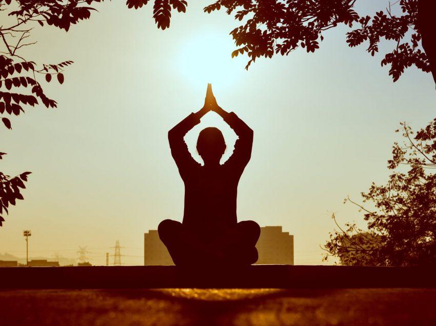 8 Gerakan Yoga Penurun Berat Badan yang Wajib Kamu Coba