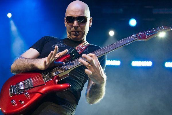 Joe Satriani www.concertfy.com por Ros OGorman
