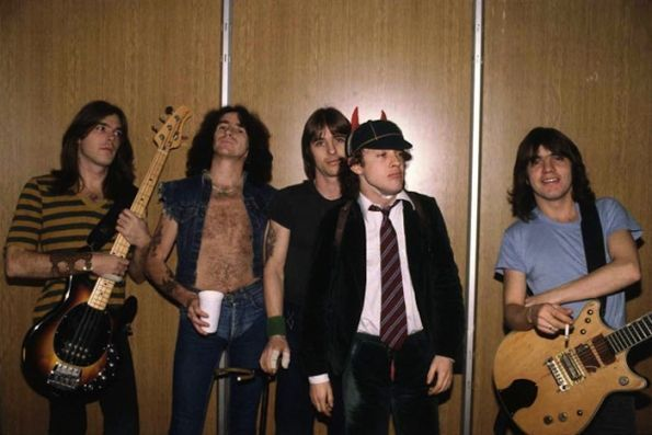 ACDC Foto tomada de theselvedgeyard files
