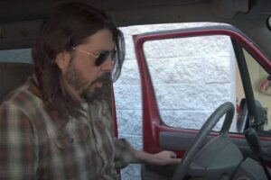dc5a9d14 dave grohl what drives us trailer