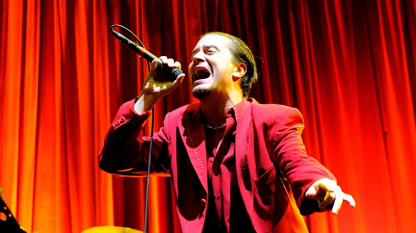 """Mike Patton canceló los conciertos de """"Faith No More"""" y """"Mr. Bungle"""" para enfocarse en su salud mental. Sus compañeros lo apoyan"""
