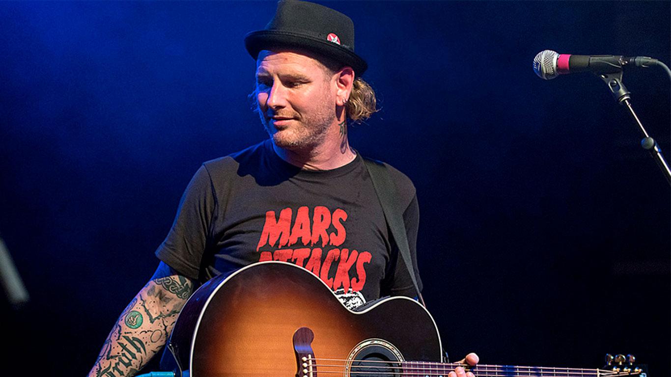 Corey Taylor de Slipknot reveló que inició tocando la guitarra con los poderosos riffs de 'Enter Sandman'