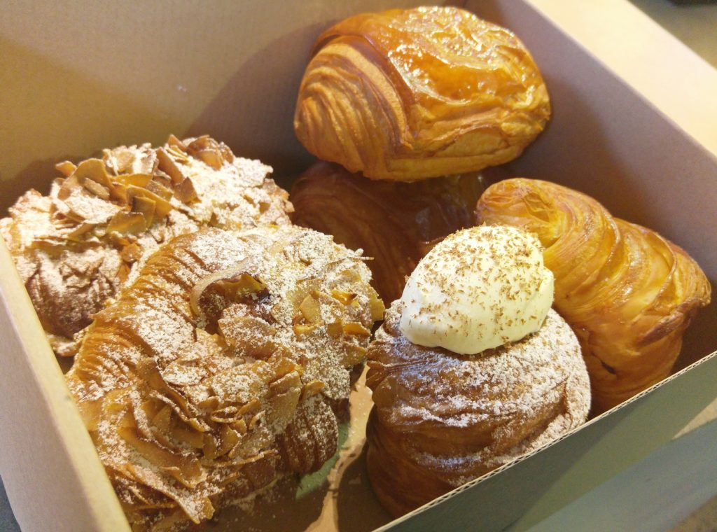 Lune Croissants in the box