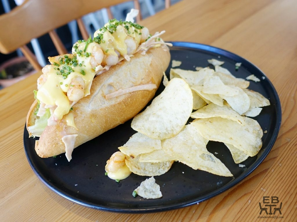 white picket fence cafe prawn roll
