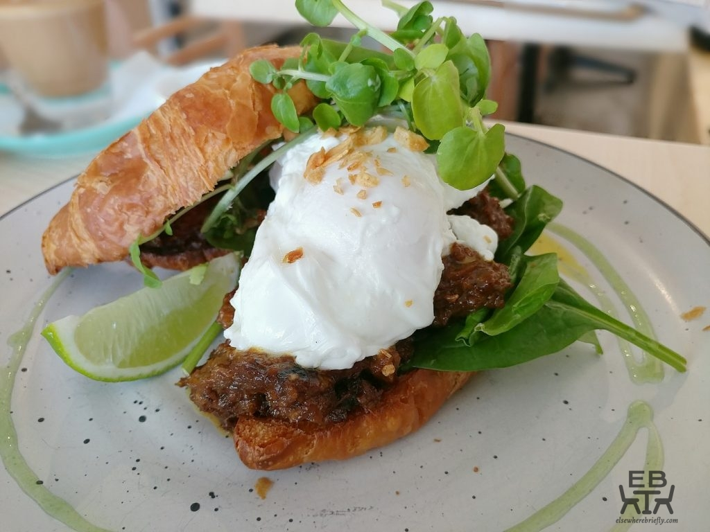caafe impero rendang croissant