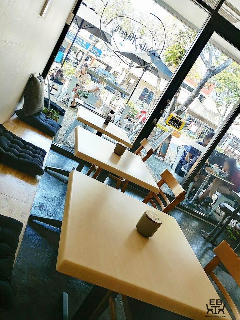 cafe impero tables