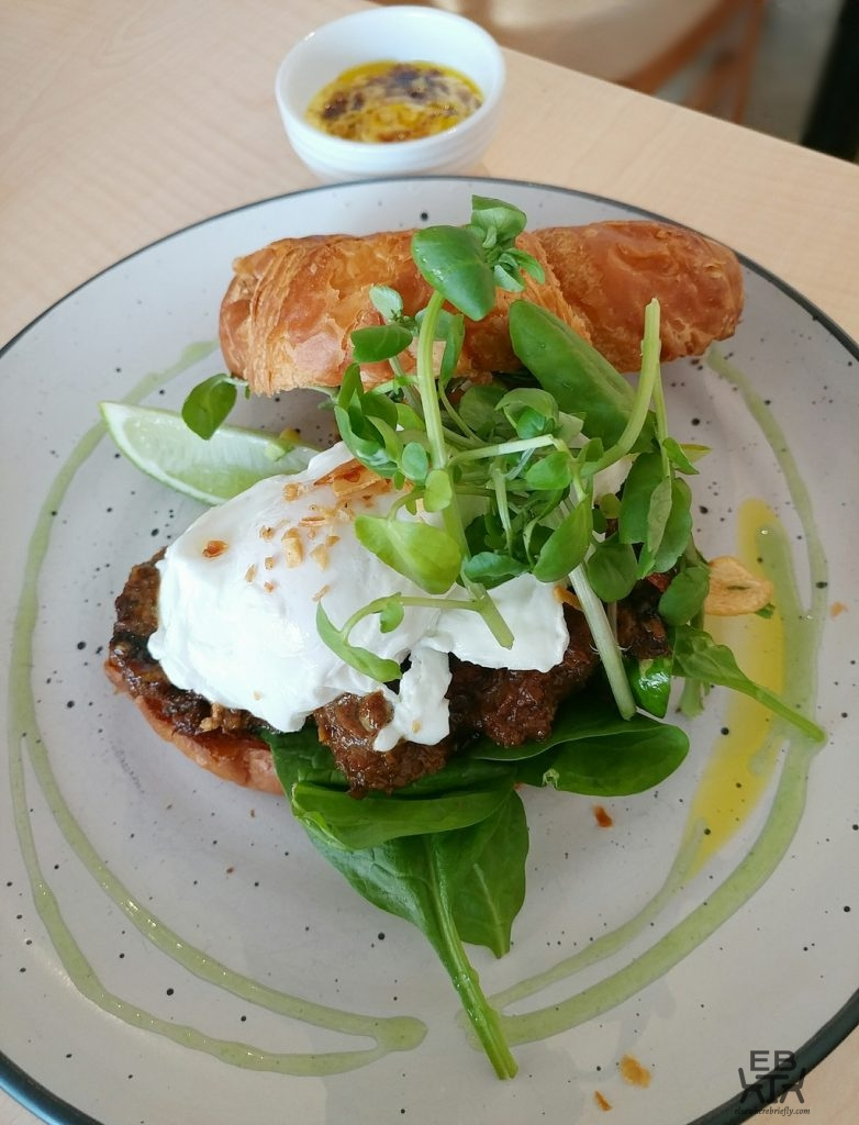 cafe impero indonesian beef rendang croissant