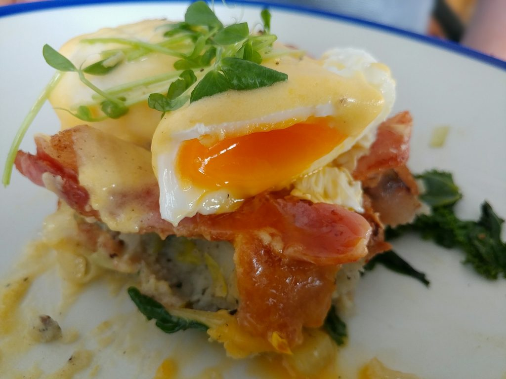 huskk cafe eggs benny