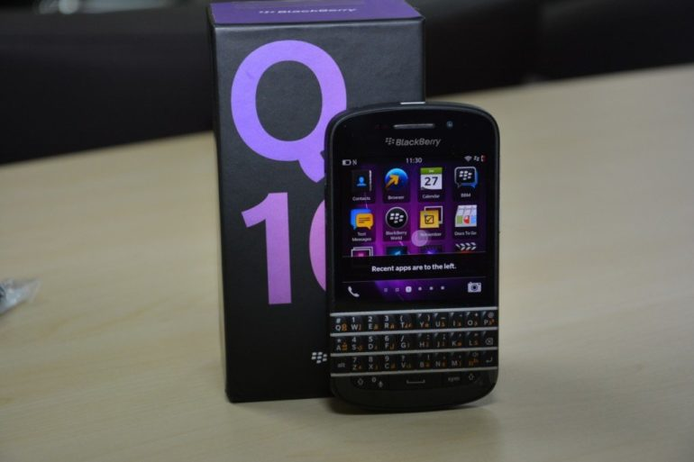 BlackBerry Q10 Unboxing [Photo Gallery]