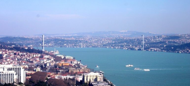 Parrot AR.Drone 2.0 : Crossing 1Km Bosphorus, Turkey with GPS.