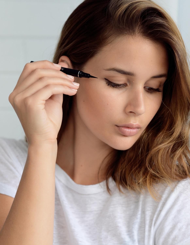 harperandharley_saradonaldson_beauty_eyeliner_dior-art-pen_2