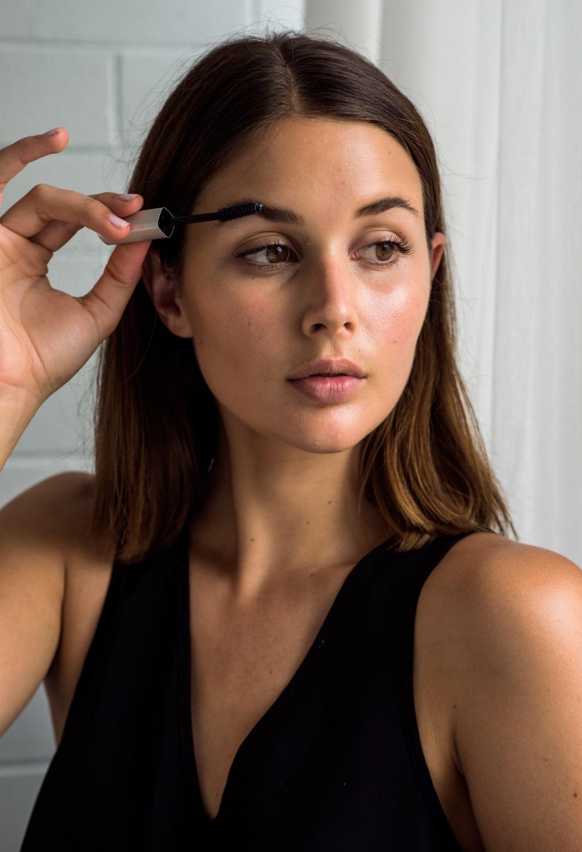 oral-b-girl-next-door-beauty-brows
