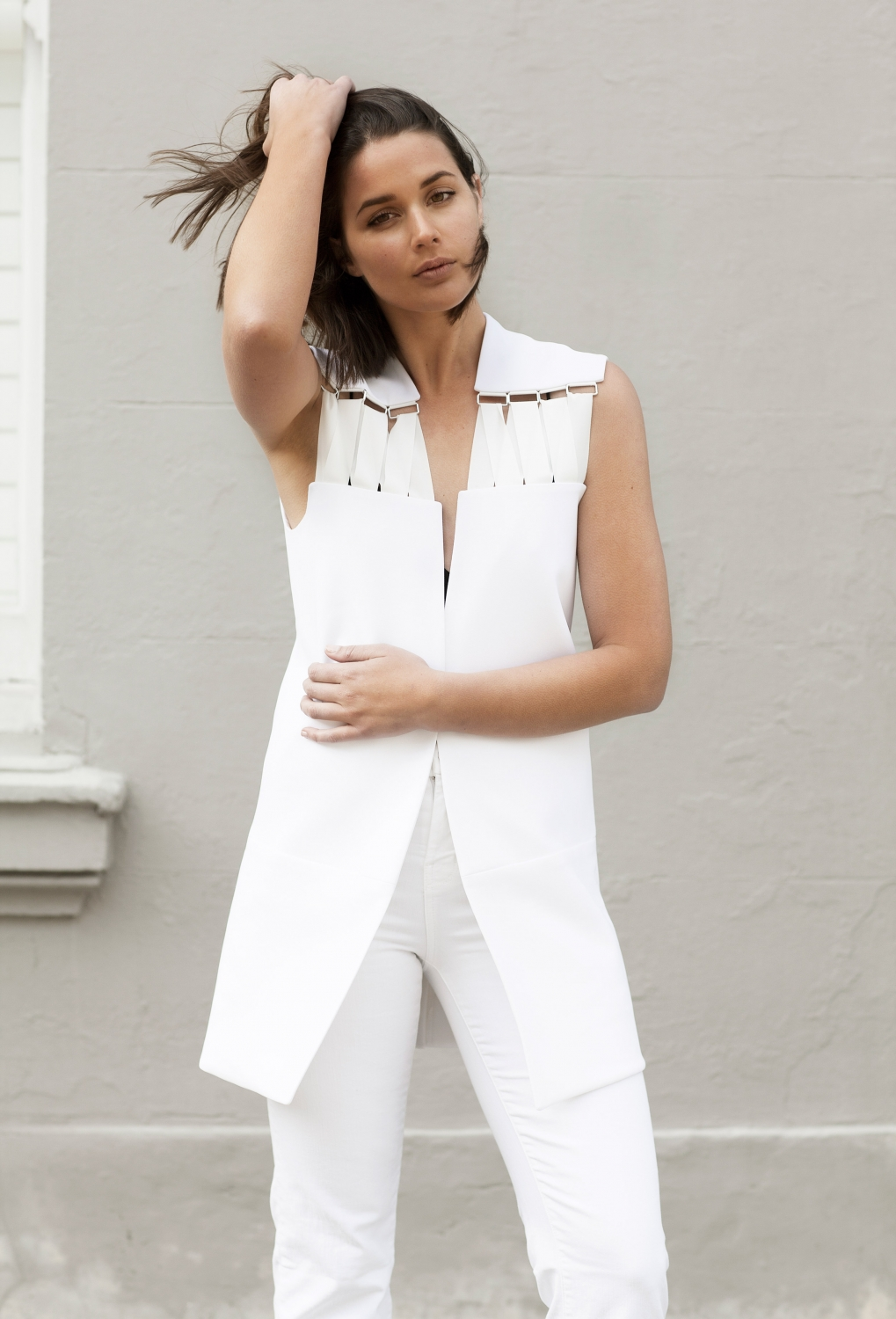 harperandharley_all-white-outfit_fashion-blogger_white-flares_white-vest_5