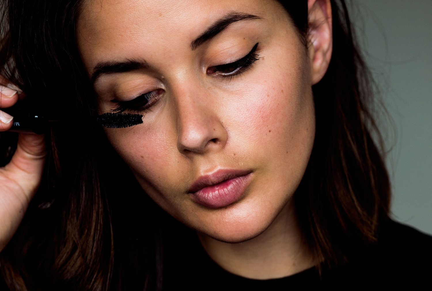 Model-Co-harper-and-harley_lash-and-line_2-in1_mascara