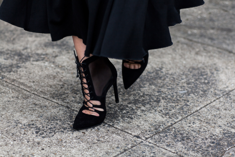 harper and harley wearing Stuart Weitzman lace up heels