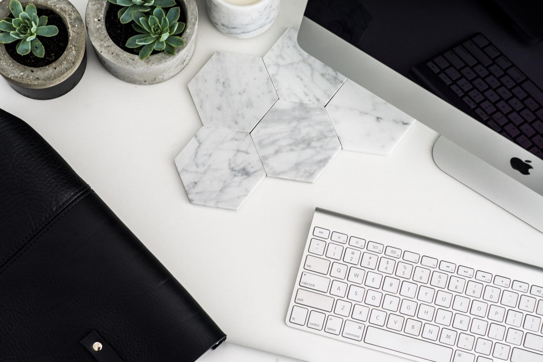 office desk inspiration plants succulents