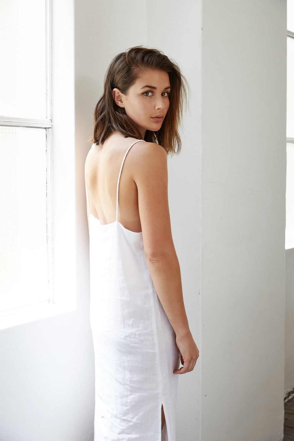 Harper and Harely Australian Blogger Sara Donaldson wears all white in latest Editorial