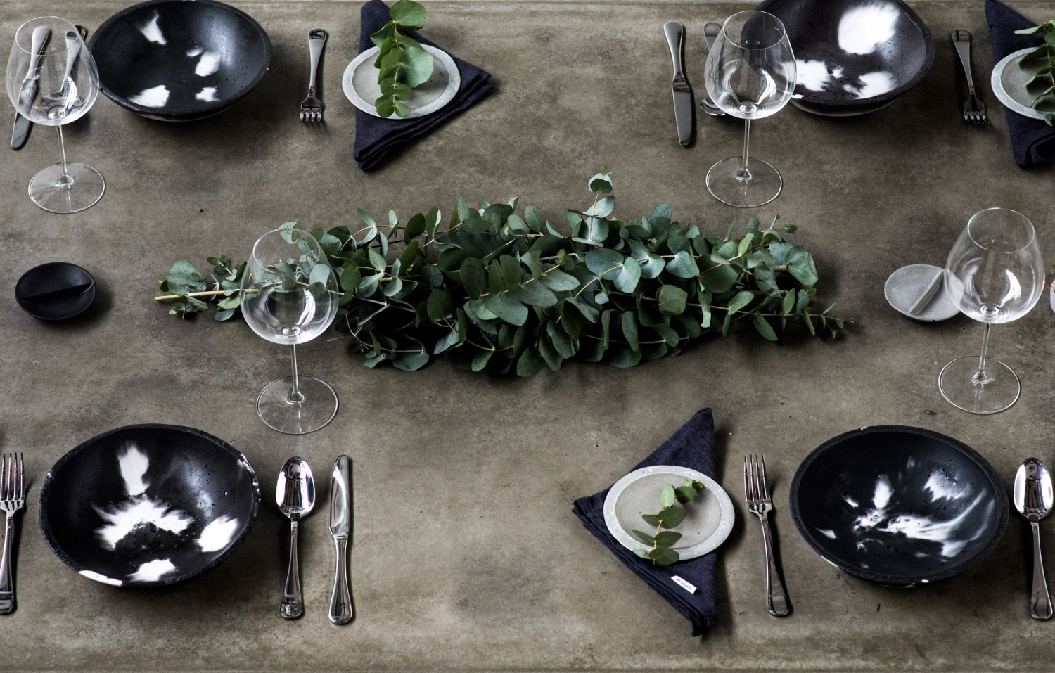 Harper-and-Harley_Sara-Donaldson_Etsy_Awards_Dinner-party_setting_grey_concrete_7