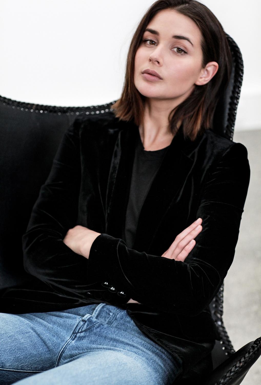 3x1 frayed blue jeans | Frame black velvet blazer | butterfly chair | HarperandHarley