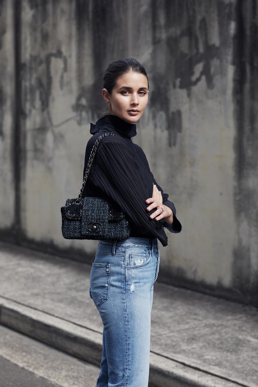 Black Top, Blue Jeans, tweed chanel bag | Style | Outfit | streetstyle| HarperandHarley