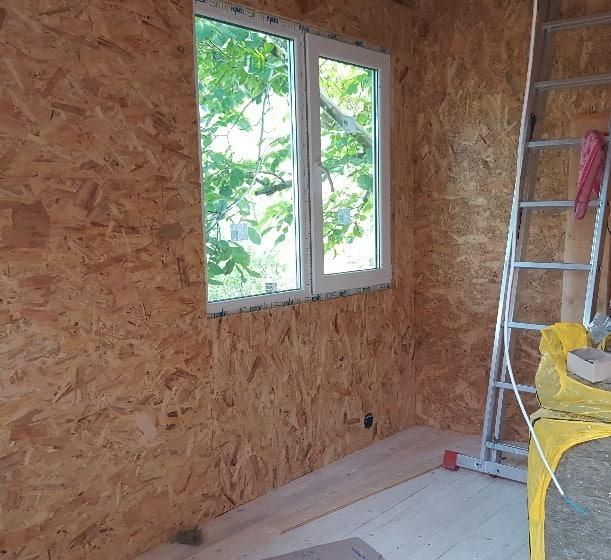 Innenverkleisung der Wände aus Preßholzplatten