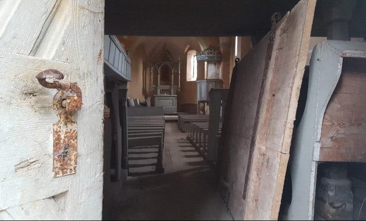 Der Innenraum der evangelischen Kirche in Apoș (dt. Abtsdorf)