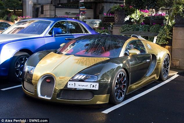 Gold Bugatti Veyron 1
