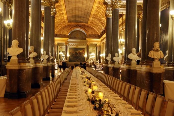 Château de Versailles - Swarovski chandelier 3