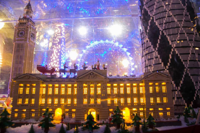 LEGO Snowglobe London 3