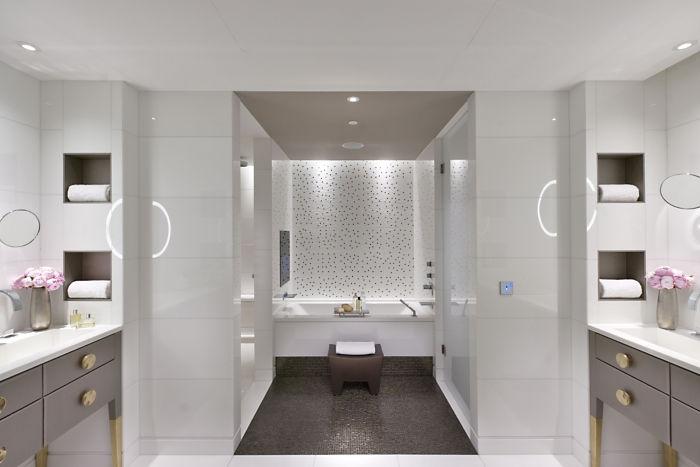 Mandarin Oriental Paris Mandarin Terrace Bathroom
