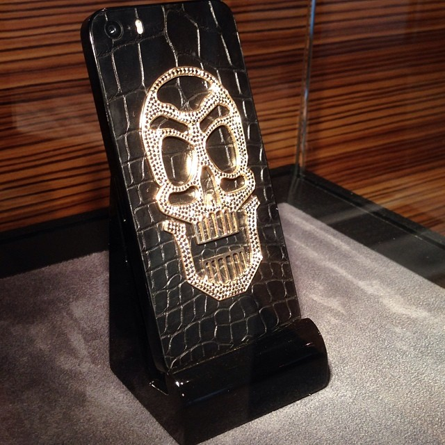 Diamond Studded Skull iPhone 5s 3