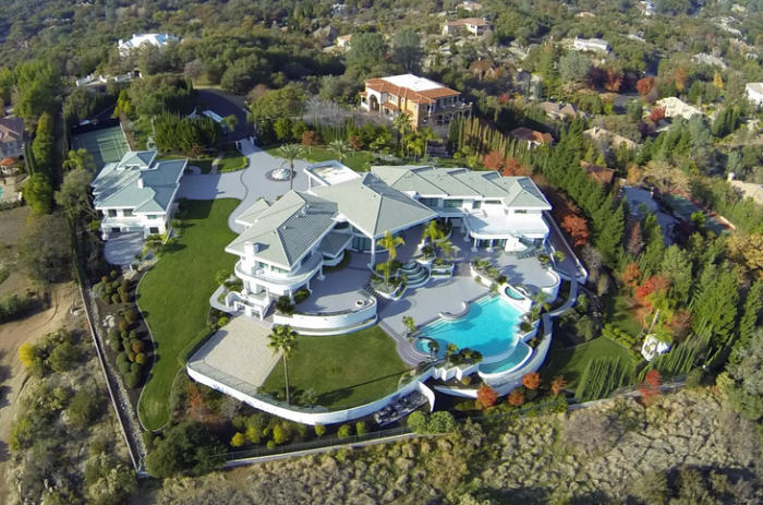 Eddie Murphy's former mountaintop estate 10