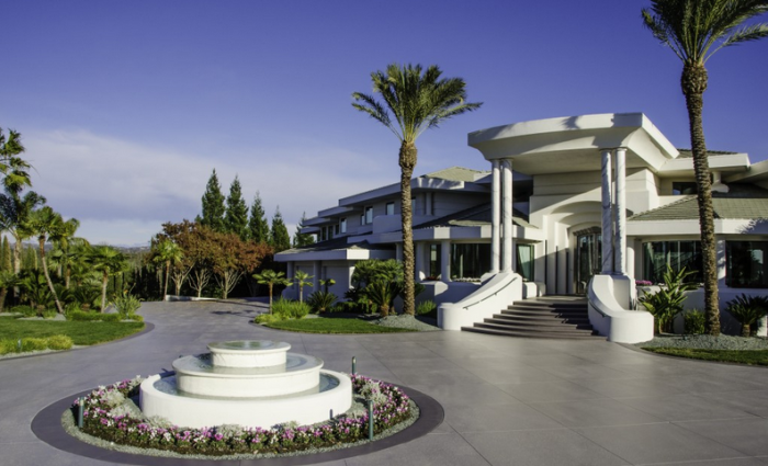 Eddie Murphy's former mountaintop estate 2