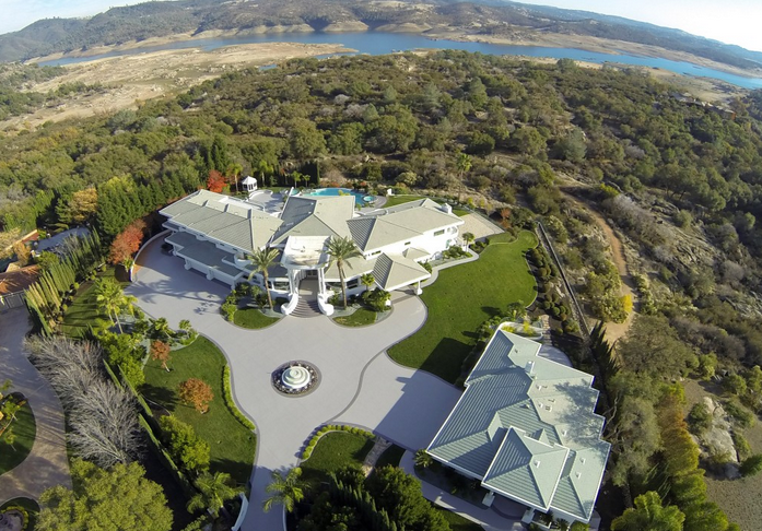 Eddie Murphy's former mountaintop estate 3