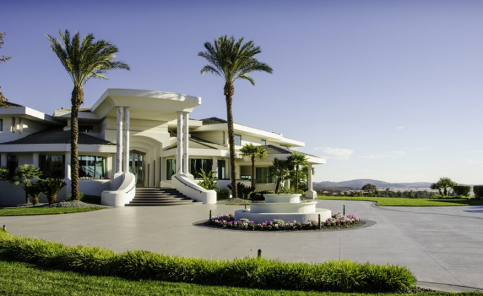 Eddie Murphy's former mountaintop estate 4