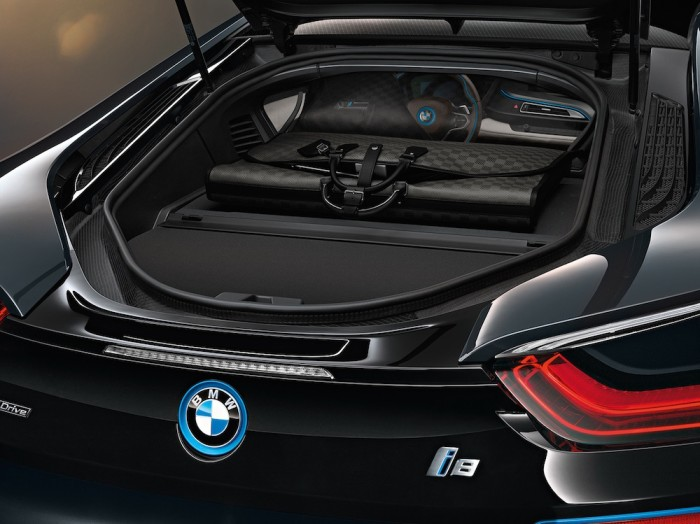 Louis Vuitton - BMW i8 Luggage Set 4