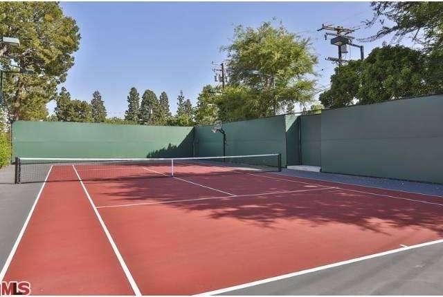 Bruce Willis Beverly Hills Hacienda 22