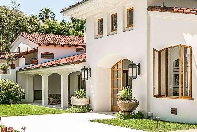Bruce Willis Beverly Hills Hacienda 4