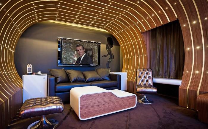 Seven Hotel James Bond Suite 5