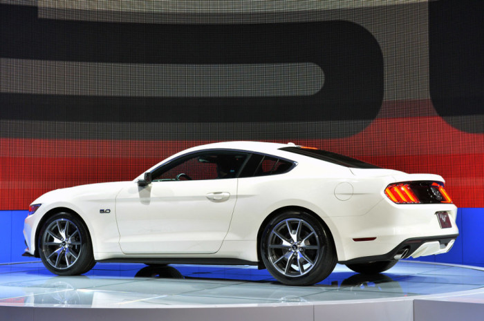 2015 Ford Mustang Anniversary Edition 2