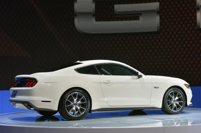 2015 Ford Mustang Anniversary Edition 4