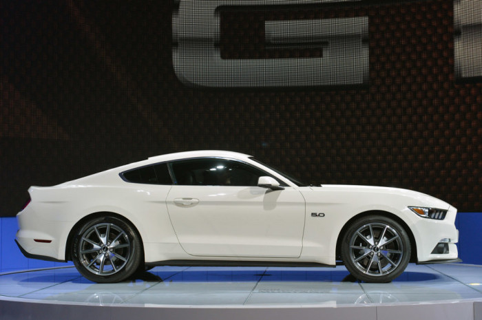 2015 Ford Mustang Anniversary Edition 7