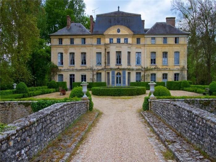 Catherine Deneuve Château de Primard 1