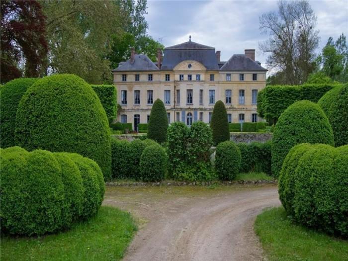 Catherine Deneuve Château de Primard 15