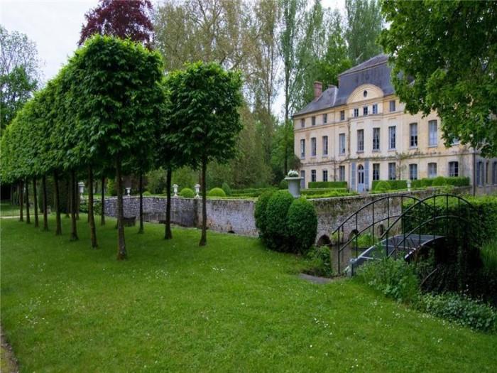 Catherine Deneuve Château de Primard 3