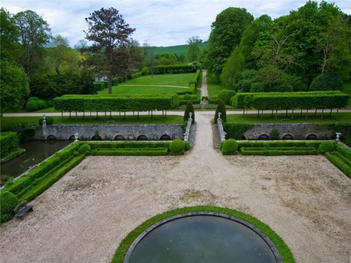 Catherine Deneuve Château de Primard 5