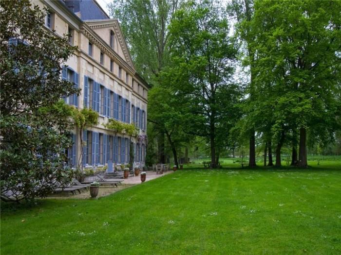 Catherine Deneuve Château de Primard 6